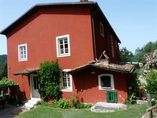 RELAX & PRIVACY IN 1700 FARMHOUSE, Lucca