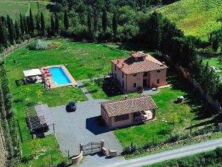 This country villa in Tuscany is the perfect choice for a large family or group