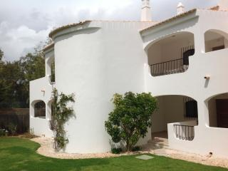 Golf side apartment in idyllic setting, Alvor