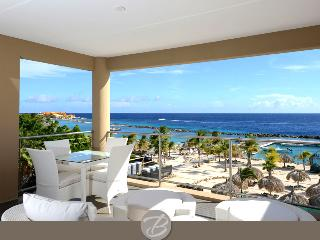 Amazing caribbean luxury with beach front views & 2 min walk to beach, Willemstad