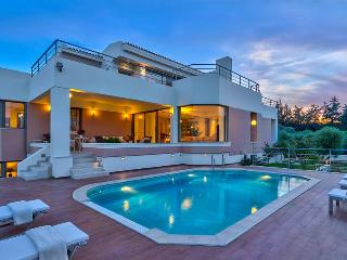 Luxury 5 Bedroom Villa with Private Pool, Sea View, Chania
