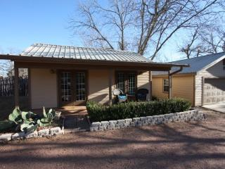 Austin Street Haven - Walking Distance to Main St., Fredericksburg
