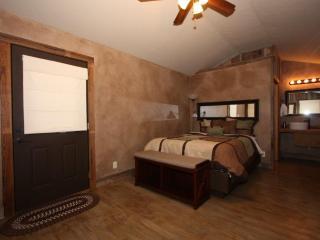 Luckenbach Lodge Cabin 4 - Walk to Luckenbach, Tx.