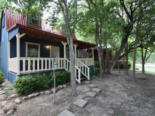 Cabin out Hwy 290 East  - Almond Guest Cabin, Fredericksburg
