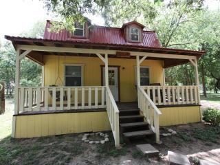Cabin out Hwy 290 East  - Olive Guest Cabin, Fredericksburg