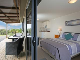 Auckland Country Cottages - Tui Cottage