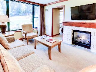 Ski-in/Ski-out conod with outdoor pool & hot tub complex