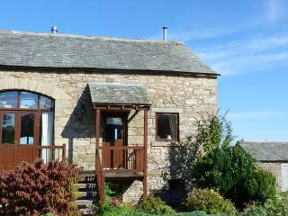 3 SYCAMORE BARN, woodburner, WiFi, enclosed courtyard, pet welcome, rural cottage, near Maulds Meaburn, Ref. 917265