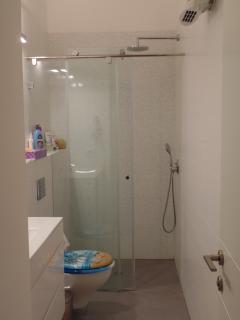 Ensuite bathroom in kids room 2