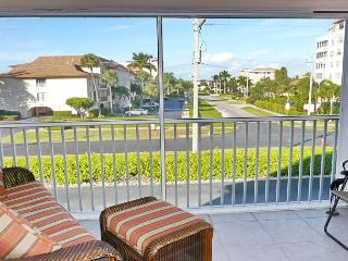 Quiet condo w/ heated pool & short walk to South Beach