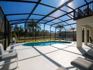 CARDINAL'S HIDEAWAY: 4 bed/4bath secluded lake view disney home, Davenport