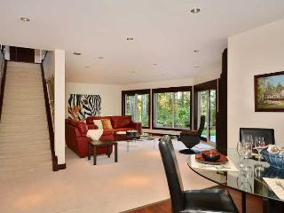 Amazing 2 Bedroom Spacious Luxury Suite Close to Sidney
