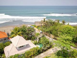 2 Bedroom Beach House only 30 meters from sea!!, Canggu