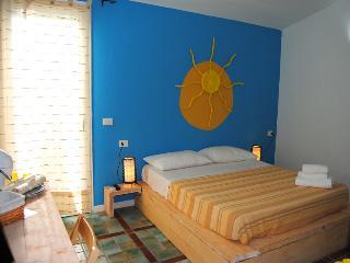Camera in B&B con angolo cottura e patio esterno, Palau