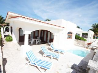 Beach Front Villa in Playa del Carmen (orilla)