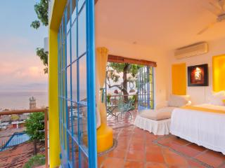Downtown Jr. Suite Sol 1 | Amazing Ocean View, Puerto Vallarta