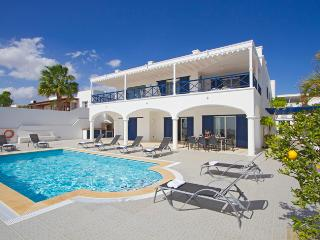 Beautiful 5 bed villa in the marina of Puerto Calero  LVC198572