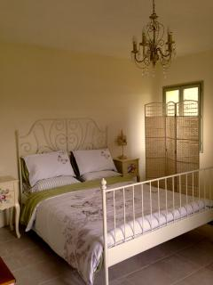 3 such pretty bedrooms. All en-suite. 1 king on the ground floor, 1 twin & 1 king on the first floor