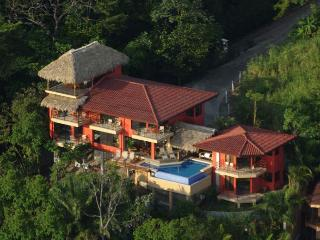 SALE $5000 OFF New Year's Week - Walk to Beach, Manuel Antonio National Park