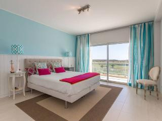 Luxury apartment with fantastic golf and sea views