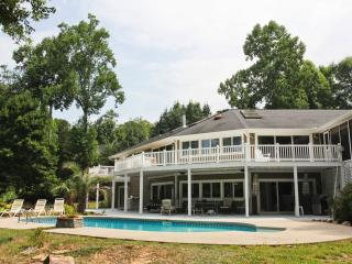 Lightning Bug Haven on Lake Hartwell with Saltwater Pool!, Seneca