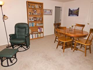 Spacious 3-room suite w/ private bath, living area, Colorado Springs