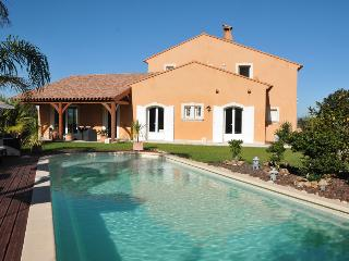 5900 Provence villa with air con and pool, Giens