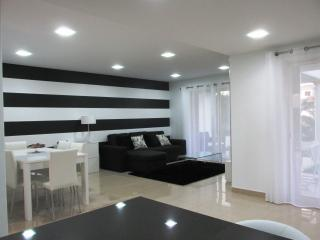 Nice townhouse, shared pool, 600 m from Galé beach