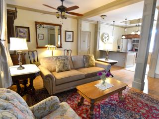 Beautifully Furnished One Bedroom Suite, Saratoga Springs