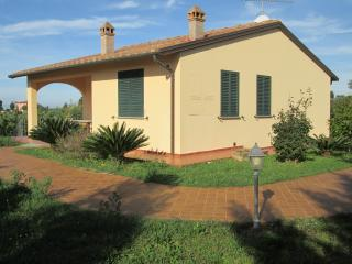 comfortable appartment in the country near the sea, Cecina