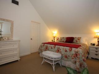 Austin Street Creekside Suites - A, Fredericksburg