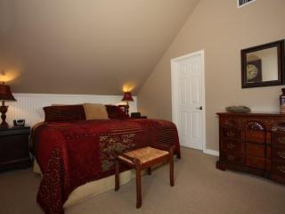 Austin Street Creekside Suites - B, Fredericksburg