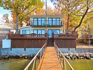 Lakefront Home Sleeps Up to 10 exclusive amenities