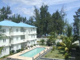 Beachfront apartment with sea & mountain views, Flic En Flac