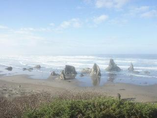 Flora by the Sea- 3bd/3ba, Bandon