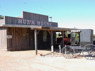 Bunkhouse at River Road Ranch - Country Property