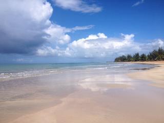 True Beachfront, Corner Ground Level Condo adjacent to Wyndham Rio Mar Resort!, Rio Grande