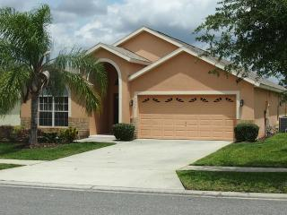 Pool Home Close to Parks -5 BR/4 Baths - Sleeps 12, Clermont