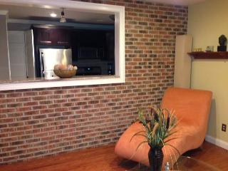 Beautiful 2 Bedroom Modern Apartment Near NYC