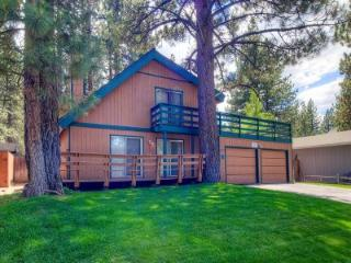 Conveniently Located Tahoe Home for 10 ~ RA716