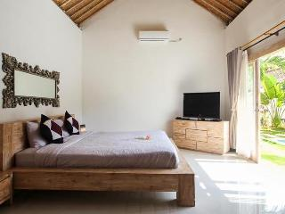 Mater bedroom 9x5 - Super comfortable beds
