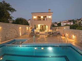 New Villa Semeli w/ Private Pool★Walk to Restaurants★3 km to Sandy Beach!