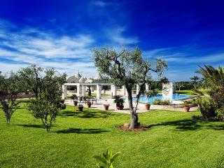 Trullo in a wonderful garden with swimming pool