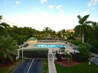 Saint Martin Suite - 2/2 Condo w/ Pool & Hot Tub - Near Smathers Beach, Key West