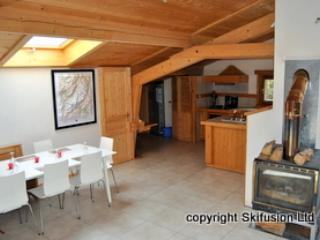 Apartment 4, spacious loft apartment, FREE wifi,TV, Les Carroz-d'Araches