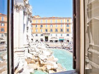 Trevi Fountain View Apartment 1718