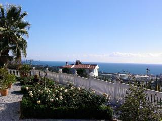 Balcony Andalusian house on a green estate / seaview, Algarrobo