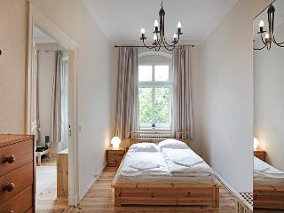 Large Apartment with 1 Bedroom and Cozy Living Room, Berlín