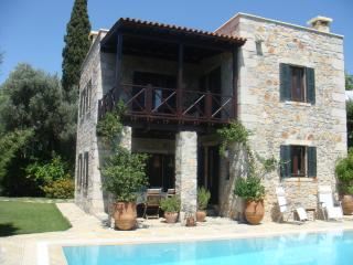 Almond Tree House, stone villa with private pool, Yalikavak