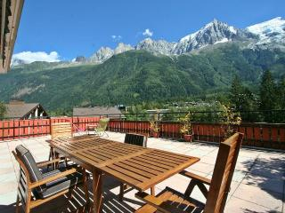 Sleeps 4 - 7 |Huge rooftop apt with sunny terrace, Chamonix